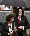 <p>Foto de arquivo de Michael Jackson e sua mãe, Katherine. 27/05/2005. REUTERS/Matthew Simmons</p>