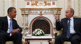 <p>Президент США Барак Обама (слева) и премьер РФ Владимир Путин на встрече в Ново-Огарево 7 июля 2009 года. July 7, 2009. Прибывший в Россию с первым визитом в качестве президента Америки Барак Обама во вторник впервые встретился с премьер- министром Владимиром Путиным и похвалил его за работу на благо Родины. REUTERS/Jim Young</p>