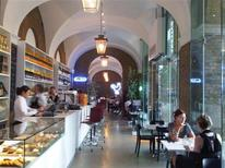<p>Saatchi Gallery's new Gallery Mess restaurant is seen in this undated photo. REUTERS/Julie Mollins</p>
