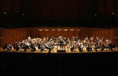 <p>Lorin Maazel dirige la New York Philharmonic durante le prove del concerto al Centro d'arte di Seoul, Corea del Sud, 28 febbraio 2008. REUTERS/Lee Jae-Won</p>