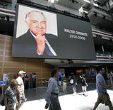 <p>Visitors walk past a large screen displaying a picture of legendary broadcast journalist Walter Cronkite at the Newseum in Washington July 18, 2009. REUTERS/Yuri Gripas</p>