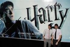 """<p>Actors James (L) and Oliver Phelps pose during a photocall to promote the film """"Harry Potter and the Half-Blood Prince"""" in Madrid July 12, 2009. REUTERS/Juan Medina</p>"""