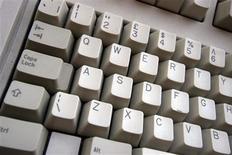 <p>News Corp espère repositionner et renforcer le réseau communautaire MySpace dans le domaine des jeux video en ligne, face au recul de la fréquentation des internautes au profit de concurrents dont Facebook. /Photo d'archives/REUTERS/Catherine Benson</p>