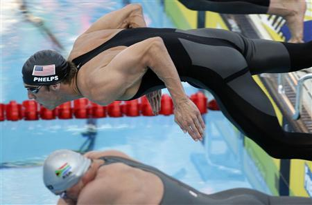 Michael Phelps of the U.S. takes the start in the men's 4 X 100m freestyle swimming final with Lyndon Ferns (bottom) of South Africa at the World Championships in Rome July 26, 2009. REUTERS/Stefano Rellandini