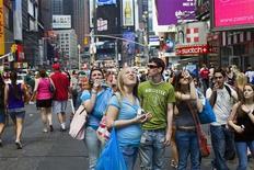 <p>Passanti a New York. REUTERS/Michael Nagle (UNITED STATES SOCIETY)</p>