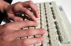 <p>Un uomo alla tastiera. REUTERS/Catherine Benson CRB</p>