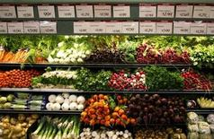 <p>Organic vegetables are shown at a Whole Foods Market in LaJolla, California in this May 13, 2008 file photo. REUTERS/Mike Blake</p>