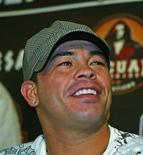 <p>Канадский боксер Артуро Гатти на песс-конференции в Нью-Йорке 12 апреля 2006 года. Экс-чемпион мира по боксу Артуро Гатти совершил самоубийство, а не был убит, как предполагалось первоначально, сообщила бразильская полиция. REUTERS/Teddy Blackburn</p>