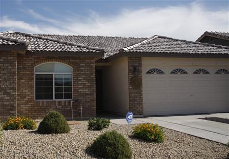 A house is seen in Phoenix, Arizona June 2, 2009. REUTERS/Joshua Lott