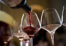 <p>A waiter serves a glass of red wine from Spain during a tasting session at Vinexpo Asia-Pacific, the International Wine and Spirits Exhibition for the Asia-Pacific region, in Hong Kong May 28, 2008. REUTERS/Victor Fraile</p>