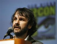 """<p>Продюсер фильма """"Район №9"""" Питер Джексон на фестивале Comic Con Convention в Сан-Диего, США 24 июля 2009 года. Малобюджетный фантастический триллер о пришельцах в Южной Африке """"Район № 9"""" стал чемпионом американского бокс-офиса. Он собрал $37 миллионов за уик-энд, тем самым полностью окупив свое производство, - создатели утверждают, что картина обошлась им менее чем в $30 миллионов. REUTERS/Mario Anzuoni</p>"""
