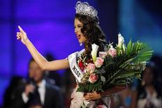 <p>Miss Venezuela, Stefania Fernandez waves onstage after winning the Miss Universe 2009 annual pageant held at Atlantis on Paradise Island in the Bahamas August 23, 2009. REUTERS/Lucas Jackson</p>