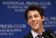 <p>Nick Jonas discursa sobre diabetes no National Press Club em Washington. 24/08/2009. REUTERS/Kevin Lamarque</p>