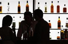 <p>Wine merchants visit Vinexpo, the world's biggest wine fair, in Bordeaux, southwestern France, June 22, 2009. REUTERS/Regis Duvignau</p>