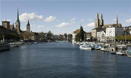 A general view taken on April 20, 2008 shows the Swiss city of Zurich and the Limmat River. REUTERS/Arnd Wiegmann