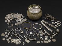 <p>An undated handout picture released on August 27, 2009 shows some of the hundreds of items from a Viking hoard of jewels unearthed in England by a father-and-son team of treasure hunters in 2007. REUTERS/The British Museum/Handout</p>