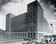 <p>Chicago's old main post office in an undated image courtesy of the United States Postal Service. The building, vacant for more than a decade, was sold at auction on Thursday for $40 million. REUTERS/USPS/Handout</p>