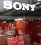 <p>Google está equipando computadores da Sony com o navegador de Internet Chrome, o que representa o primeiro acordo da empresa com um fabricante de PCs desde que lançou o programa para concorrer com o Internet Explorer, da Microsoft, no ano passado.</p>