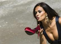 <p>Italian actress Maria Grazia Cucinotta poses on the beach during a photocall at the 66th Venice Film Festival, September 1, 2009. Cucinotta will inaugurate the international festival from the stage of the Cinema's Palace of Venice. REUTERS/Alessandro Bianchi</p>