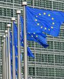 """<p>La Commission européenne annonce avoir ouvert une enquête approfondie sur le rachat de Sun Microsystems par Oracle. Dans un communiqué, l'exécutif communautaire indique que son enquête initiale menée sur le marché des bases de données et des logiciels d'application """"soulève des doutes sérieux quant à sa compatibilité avec le marché unique, en raison de problèmes de concurrence sur le marché des bases de données"""". /Photo d'archives/REUTERS/Yves Herman</p>"""