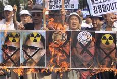 <p>Акция протеста против ядерной программы КНДР в Сеуле 4 сентября 2009 года. Северная Корея сообщила в пятницу, что практически разработала второй способ производства ядерного оружия. Эту новость эксперты расценили как новый тактический ход, призванный усилить давление на международное сообщество после не принесших успеха попыток частично сгладить имеющиеся противоречия. REUTERS/Lee Jae-Won</p>
