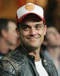 """<p>El primer sencillo del esperado nuevo disco de Robbie Williams llegará el viernes a las estaciones de radio de todo el mundo. Luego de las críticas tanto positivas como negativas que cosechó """"Rudebox"""", su último álbum, sus seguidores y la prensa esperan ver si el sencillo """"Bodies"""" marca un regreso a sus ventas arrasadoras del pasado. REUTERS/Steve Marcus/Archivo</p>"""
