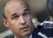<p>Canadian billionaire James Balsillie speaks to reporters outside the U.S. Federal Bankruptcy Court after a hearing in Phoenix, Arizona, September 2, 2009. REUTERS/Joshua Lott</p>