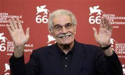 """<p>Omar Sharif alla mostra di Venezia di quest'anno dove partecipa con """"Al Mosafer"""". REUTERS/Tony Gentile</p>"""