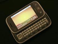 <p>O aparelho receberá o nome de Cliq nos Estados Unidos, onde será comercializado pela T-Mobile USA no quarto trimestre, e batizado Dext no resto do mundo. REUTERS/Robert Galbraith</p>