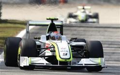 <p>La monoposto della Brawn gp di Rubens Barrichello oggi sul circuito di Monza. REUTERS/Stefano Rellandini</p>