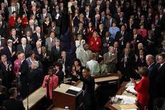 <p>Il presidente Usa Barack Obama riceve applausi prima del discorso sulla riforma sanitaria. REUTERS/Jim Young</p>