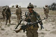 <p>Canadian soldiers conduct an operation in the Panjwaii district of Kandahar province, September 17, 2009. REUTERS/Finbarr O'Reilly</p>