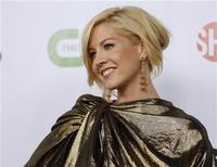 <p>Actress Jenna Elfman poses at a CBS, CW, CBS Television Studios and Showtime party for the Television Critics Association Cable summer press tour at the Huntington Library in San Marino, California August 3, 2009. REUTERS/Mario Anzuoni</p>