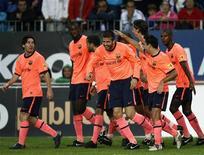 <p>Barcelona comemorando gol de Gerard Pique contra o Malaga no sábado. Barça bate o Malaga; Real vence o Tenerife. REUTERS/Marcelo del Pozo</p>