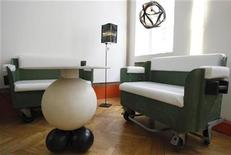 <p>Couches made of rubbish containers are pictured in the workshop of the Gabarage, a design shop where customers can buy ecologically sustainable design peaces made of trash, in Vienna September 18, 2009. REUTERS/Leonhard Foeger</p>