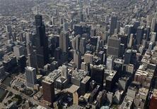 <p>Вид на небоскребы в Чикаго 13 августа 2009 года. Туристы, посетившие город Чикаго, могут насладиться восхитительным побережьем озера Мичиган и разнообразной кухней. REUTERS/John Gress</p>