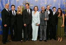 <p>The Cast of Arrested Development smile at the 56th annual Primetime Emmy Awards in Los Angeles, September 19, 2004. REUTERS/Lucy Nicholson</p>