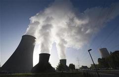 <p>Una central eléctrica de carbón en Hamm-Uentrop, cerca de la ciudad alemana de Dortmund, 25 sep 2009. Las emisiones de dióxido de carbono del grupo más rico de los países en desarrollo, que incluye a Rusia, China, Brasil y Oriente Medio, deben dejar de crecer para el 2020 con el objetivo de controlar el calentamiento global, dijo el martes la Agencia Internacional de la Energía (AIE). La estimación es bastante más ambiciosa que los objetivos ofrecidos por las economías emergentes de cara a llegar a un nuevo pacto sobre el clima en Copenhague en diciembre. REUTERS/Wolfgang Rattay</p>