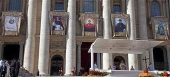 <p>La messa solenne per la canonizzazione dei cinque nuovi santi. REUTERS/Max Rossi (VATICAN RELIGION)</p>
