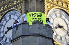 <p>La protesta degli attivisti di Greenpeace. REUTERS/Kieran Doherty (BRITAIN POLITICS ENVIRONMENT IMAGES OF THE DAY)</p>