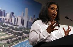 <p>T.V. host Oprah Winfrey introduces U.S. first lady Michelle Obama during a dinner in support of Chicago's bid to host the 2016 Summer Olympics in Copenhagen September 30, 2009. REUTERS/Charles Dharapak/Pool</p>