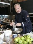 <p>Chef Art Smith speaks to participants during a cooking workshop in Singapore, October 4, 2009. REUTERS/Candida Ng</p>
