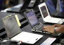 <p>Acer, troisième fabricant mondial d'ordinateurs, table sur une progression de son chiffre d'affaires de quelque 15% l'année prochaine, à la faveur d'une reprise de la demande pour les biens informatiques, a déclaré Gianfranco Lanci, P-DG du groupe taïwanais. /Photo prise le 8 septembre 2009/REUTERS/Nicky Loh</p>