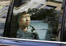 <p>Britain's Queen Elizabeth is shown in a vehicle in London in this October 9, 2009 file photo. REUTERS/Luke MacGregor</p>