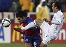 <p>Costa Rica's Cristian Montero (L) battles for the ball against Landon Donovan of the U.S. during the second half of their 2010 World Cup qualifying soccer match at RFK Stadium in Washington, October 14, 2009. REUTERS/Jim Young</p>