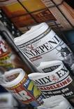 <p>Alcuni giornali in edicola. REUTERS/Stephen Hird (BRITAIN BUSINESS MEDIA)</p>