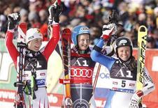 <p>Il podio della prima prova di Coppa del mondo oggi in Austria, con da sinistra a destra Zettel, Poutiainen Karbon. REUTERS/Dominic Ebenbichler</p>