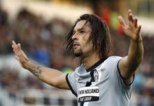 <p>O centro-avante brasileiro Amauri, do Juventus, comemora seu gol contra o Siena. REUTERS/Giampiero Sposito</p>