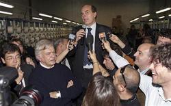 <p>Pier Luigi Bersani durante un discorso dopo la vittoria delle primarie. REUTERS/Marco Bucco (ITALY POLITICS)</p>