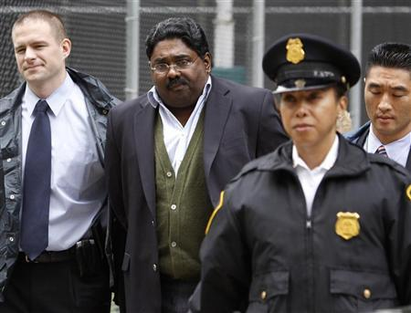 Galleon hedge fund partner Raj Rajaratnam (C) is escorted by FBI agents after being taken into custody in New York October 16, 2009. REUTERS/Brendan McDermid